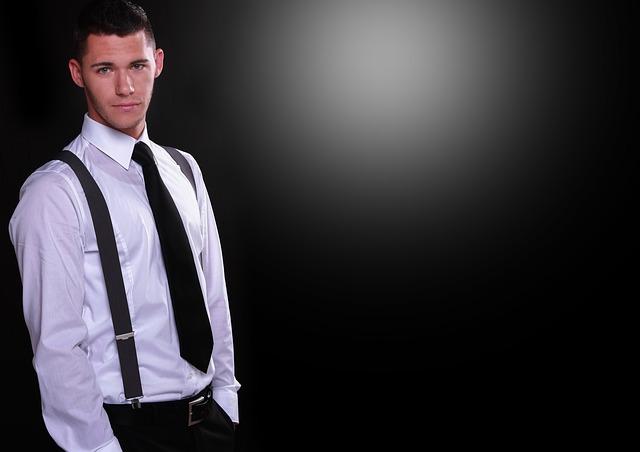 mladý muž s kravatou