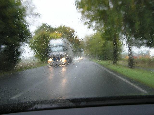jízda po silnici za deště