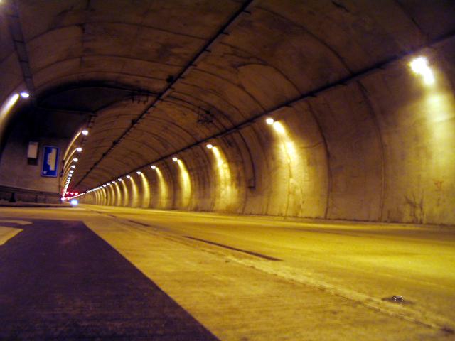 osvětlený tunel