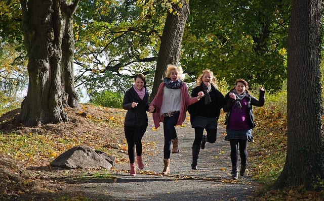 Skupina běžících žen