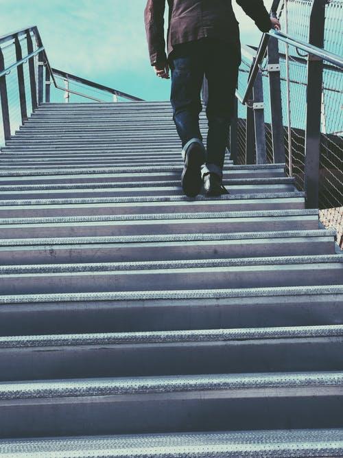 schody, muž
